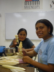Cristina learns to make sumiviki from Hopi hosts