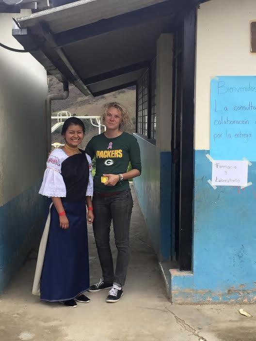 Sara avec Tandana stagiaire Hailey Shanovich.