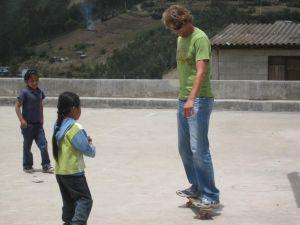 demostrando el skate