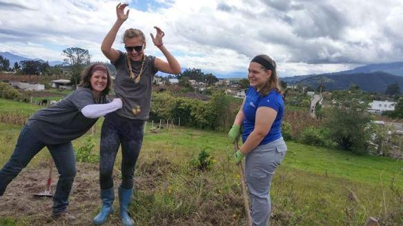 Cassie (à droite) se amuser avec les autres participants