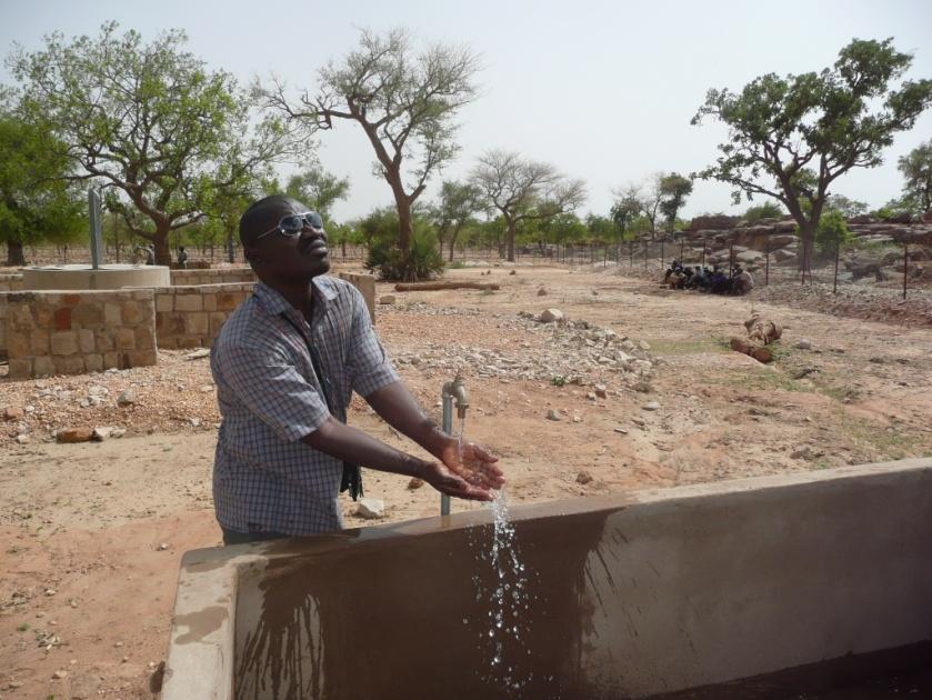 Le ràve de Moussa, reprÇsentant de la F. Tandana au Mali s'est accomplie avce cette rÇalisation, Dieu merci et merci la F.Tandana et tous ses donateurs.